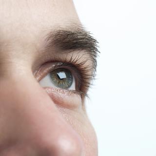 man-ooglid